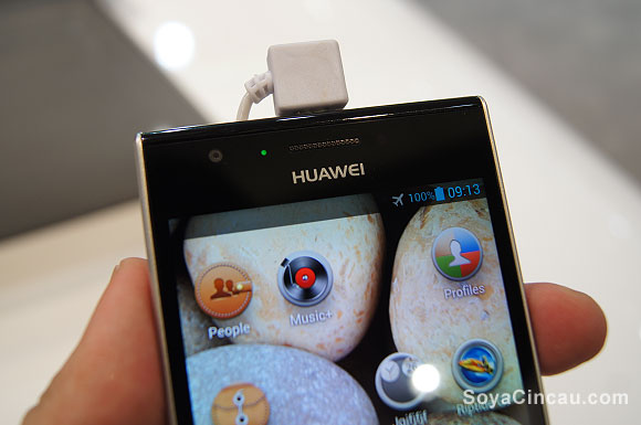 130228-huawei-ascend-p2-01
