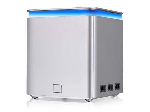 140609-luxa2-p-mega-41600mah-powerbank-01