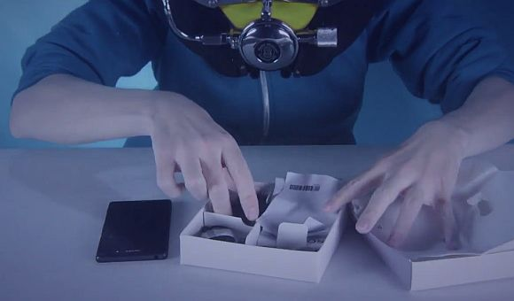 Waterproof Sony Xperia Z3 gets unboxed underwater
