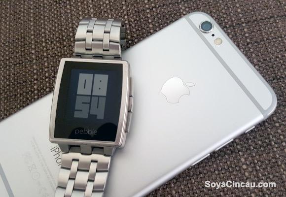 150428-apple-ios-ban-pebble-apps