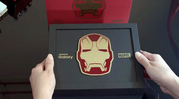 150526-samsung-galaxy-s6-edge-avengers-iron-man-edition-unboxed-2