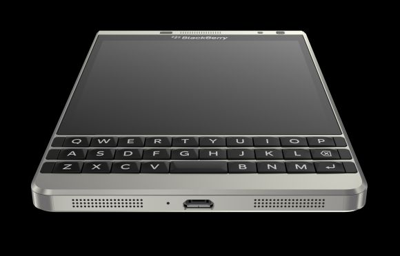 150805-blackberry-passport-silver-edition-05
