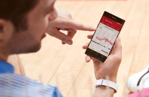 150821-sony-smartband-2-heart-rate-tracker-04
