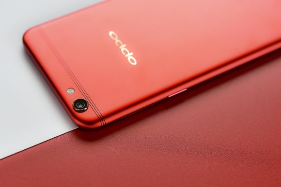 OPPO's R9s Valentine Red Edition is now open for pre-orders