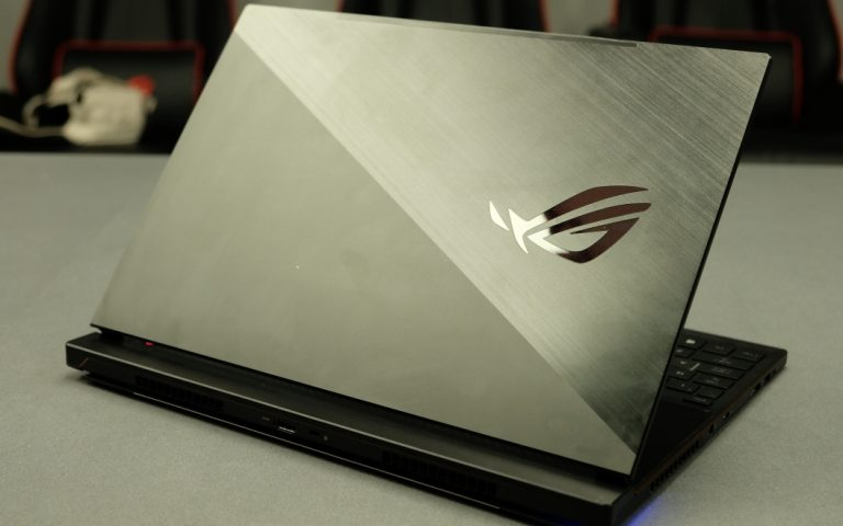 ASUS ROG Zephyrus S: Going backwards to move forward